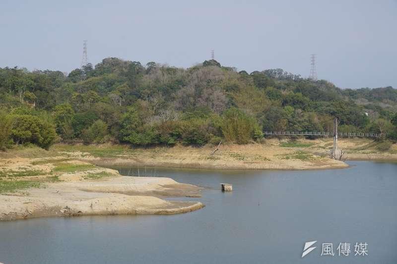 缺水,調度水源比蓋水庫重要。圖為新竹寶山水庫,蓄水率約為2成。(盧逸峰攝)