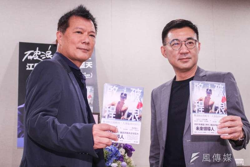 20210329-國民黨主席江啟臣(右)29日舉行新書發表會,左為推薦序文作者蔡詩萍。(蔡親傑攝)