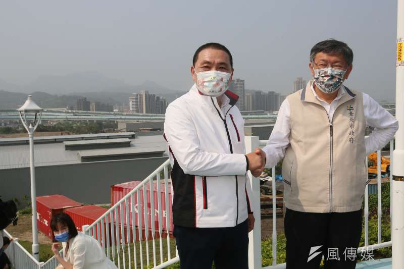 20210329-新北市長侯友宜(左)與台北市長柯文哲(右)29日出席雙北合作交流會議,兩人並—同參觀會議地點所在的五股新冪境綠地公園。(柯承惠攝)