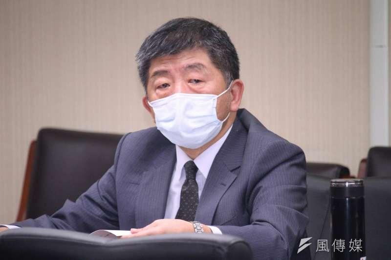 華航機師染疫事件擴大,台北諾富特華航桃園機場飯店進行淨空計畫,約有422名機組員等必須送至集中檢疫所和防疫旅館。衛福部長陳時中也前往現場指揮。(資料照,蔡親傑攝)