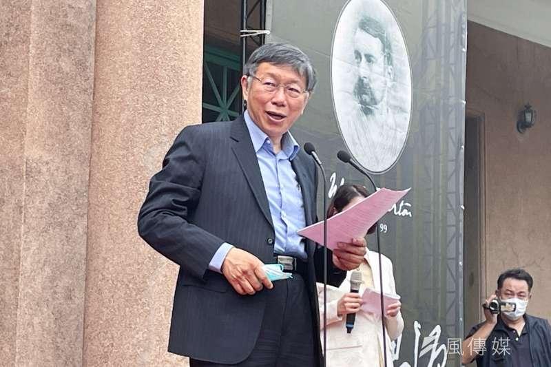 對於台大婦產科名醫施景中發言,台北市長柯文哲指出施景中是台大最棒的醫生,「(7D病房)他們後來是有改一些啦」。(方炳超攝)