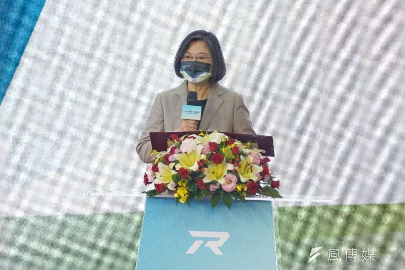 總統蔡英文今日透過臉書感謝日本政府捐助新冠疫苗,並表示台灣與日本的堅實友誼,不會因為流言蜚語而動搖。(資料照,盧逸峰攝)