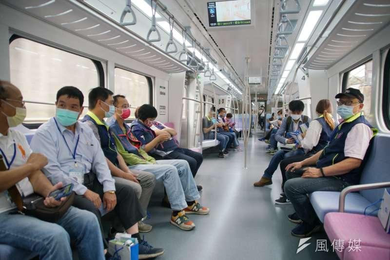 20210401-台鐵EMU900區間車首航典禮,民眾試乘。(盧逸峰攝)