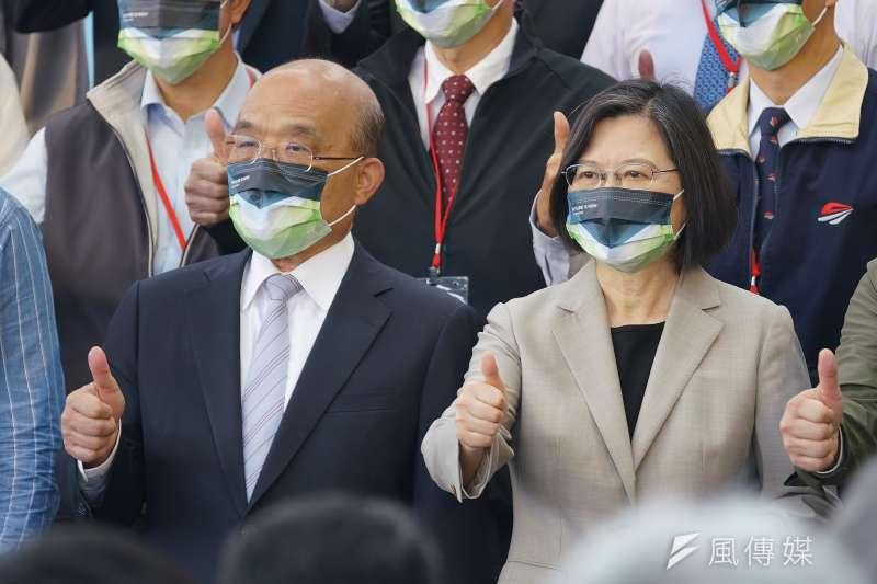 台灣民意基金會董事長游盈隆分析,若反萊豬或藻礁公投其中之一過關,對總統蔡英文(右)和行政院長蘇貞昌(左)的領導威信都有很大的打擊。(資料照,盧逸峰攝)