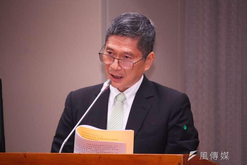 文化部長李永得聲稱,公視在書面審查就沒通過他也感到意外,「我受傷很重」,公視能力沒問題,但這是態度問題。(蔡親傑攝)