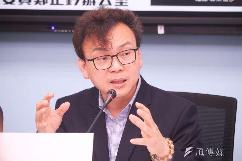 鄭正鈐表示交通部應研議讓Uber納管,確保消費者有好的乘車安全環境。(蔡親傑攝)