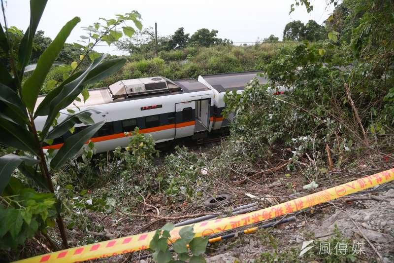 涉台鐵太魯閣號事故,工程車副駕駛座移工8日聲押。圖為工程車翻落處。(顏麟宇攝)