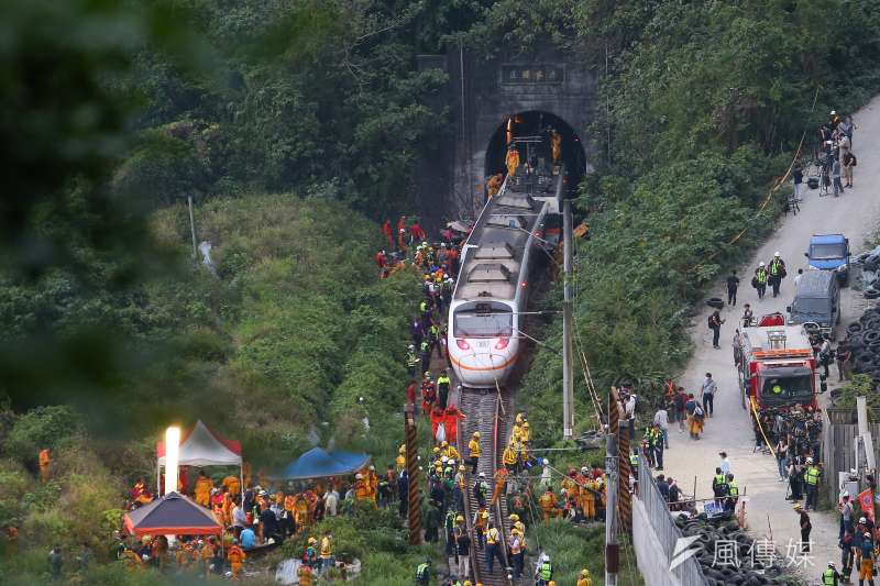 台鐵太魯閣號出軌事故,肇事工地主任李義祥在關鍵時刻為何沒報警,引發揣測。(顏麟宇攝)