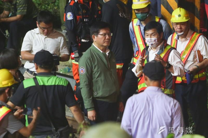 台鐵太魯閣號出軌事故釀重大傷亡,交通部長林佳龍4日晚間在臉書宣布,一定會負責辭去部長一職。(顏麟宇攝)