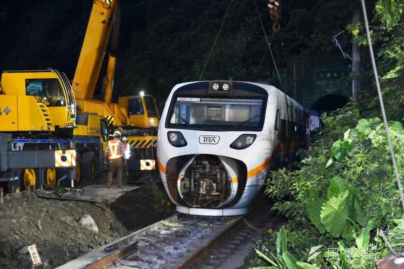 台鐵太魯閣號列車事故,除了台鐵該負責,那些政客員工也有責任吧!(顏麟宇攝)