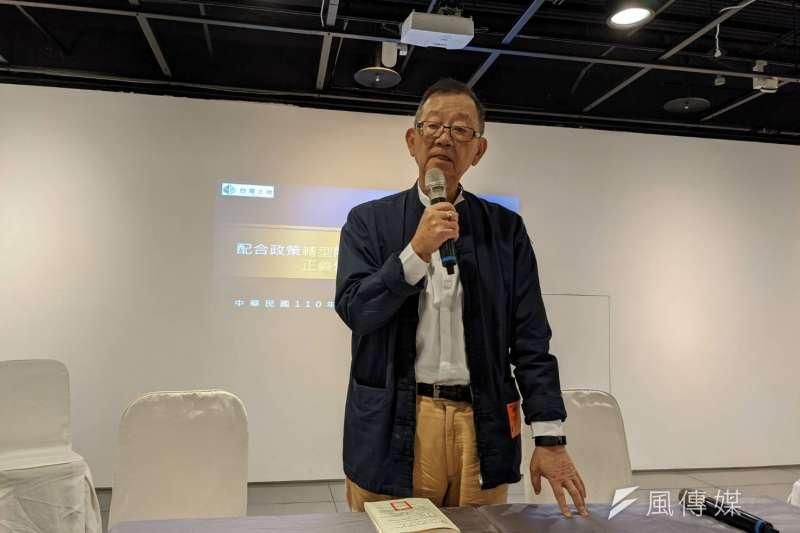 台開董事長邱復生公開呼籲股東們不要賣股。(攝影:林喬慧)