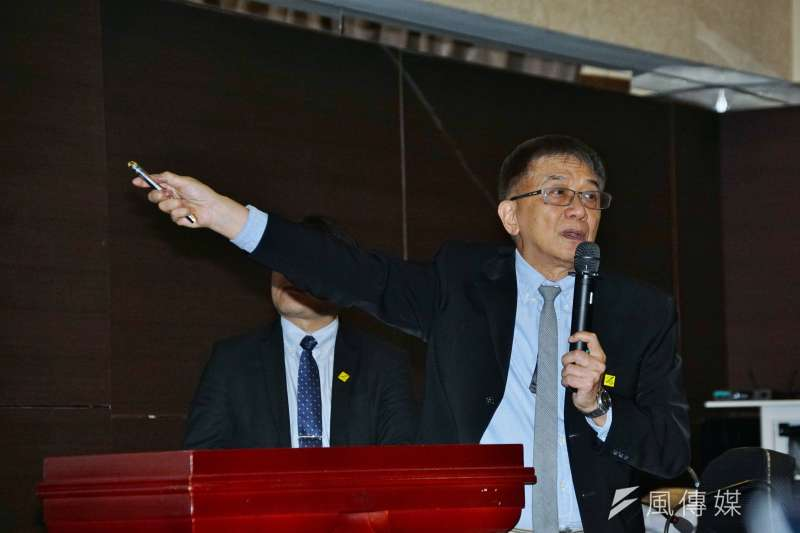 運安會主委楊宏智(見圖)說明,太魯閣號出軌案發生前,工程車卡到樹叢造成角度偏移,隨後就滑到鐵軌上面。(盧逸峰攝)