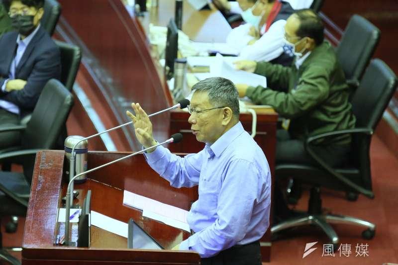 柯文哲8日至台北市議會備詢,表示下周自己會乖乖去打疫苗。(柯承惠攝)
