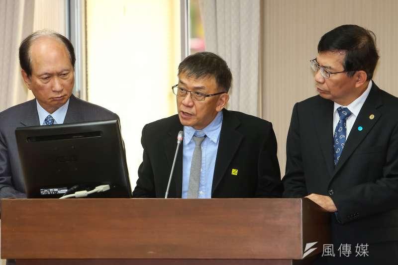 運安會主委楊宏智(左二)面對立委質詢,表示運安會目前新掌握的錄音檔會交由檢調確認。(資料照,顏麟宇攝)