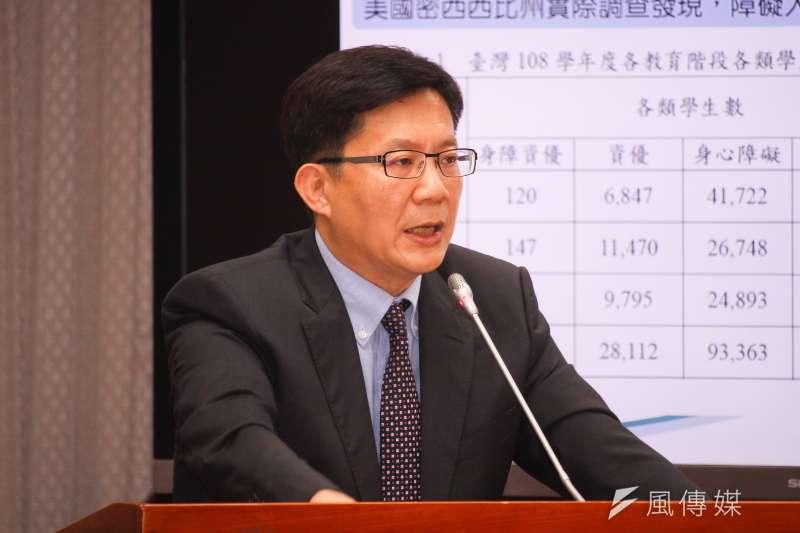 20210412-立委張廖萬堅出席立院教育文化委員會質詢。(蔡親傑攝)