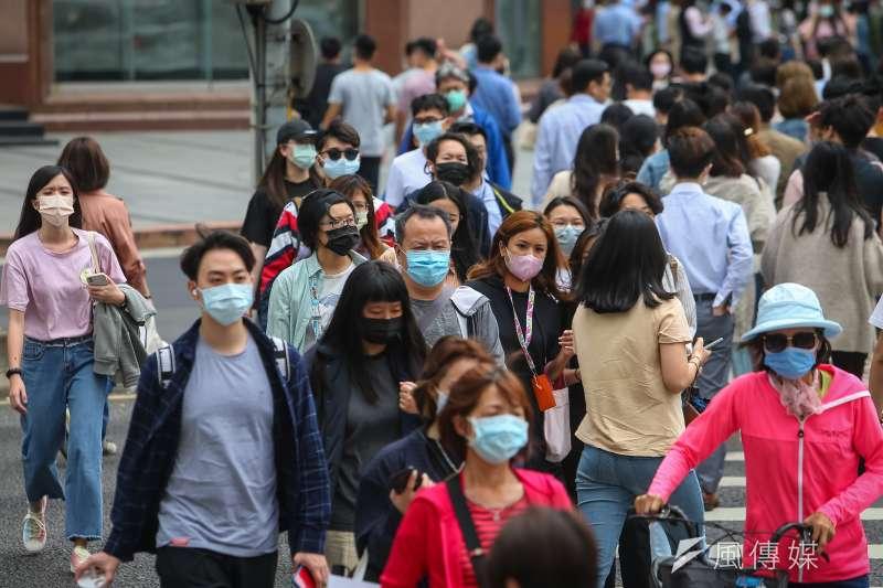 新冠肺炎(武漢肺炎)疫情嚴峻,台灣12日新增16例本土個案。(資料照,顏麟宇攝)
