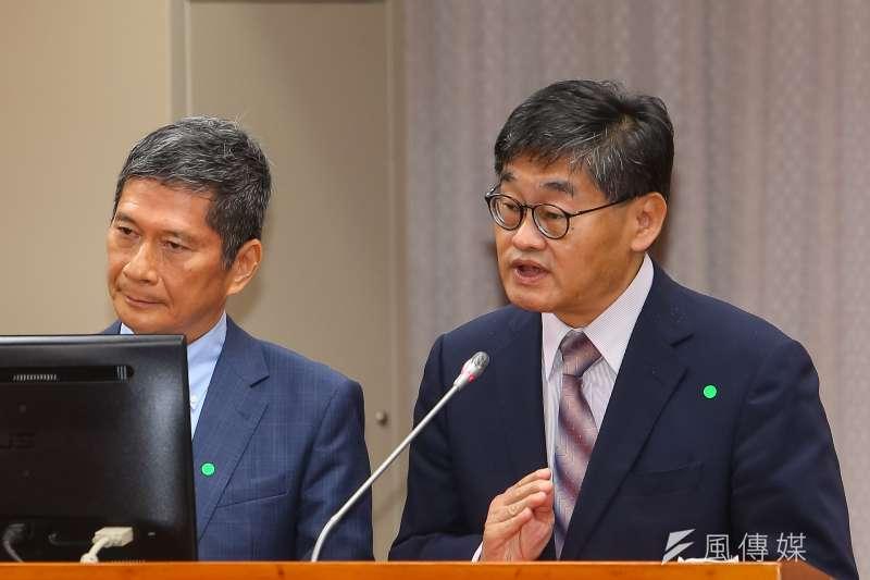 圖為莊豐嘉(右)於立院教育文化委員會備詢。(顏麟宇攝)