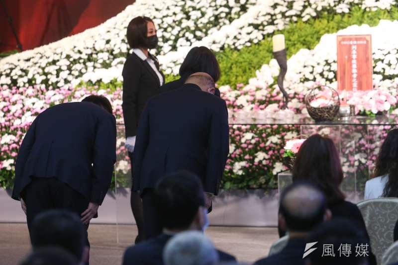 總統蔡英文、行政院長蘇貞昌、交通部長林佳龍出席「太魯閣號列車事故罹難者聯合公祭 」。(顏麟宇攝)