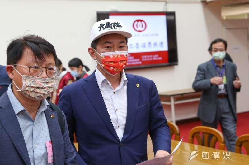 罷免台灣基進立委陳柏惟(見圖)第2階段連署期限將近,但仍有1萬份連署書未回收。(資料照,顏麟宇攝)