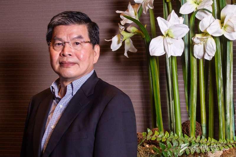 國泰金控總經理李長庚指出,疫情影響下,原本人與人接觸的商業模式必須改變,遠距上班成為一個必備機制。(蔡親傑攝)