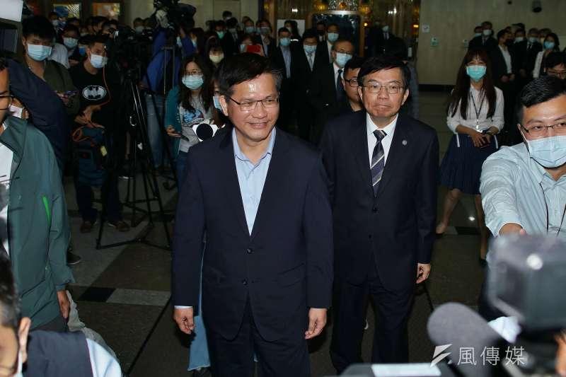 交通部20日舉行部長交接典禮,卸任部長林佳龍、新任部長王國材出席。(盧逸峰攝)