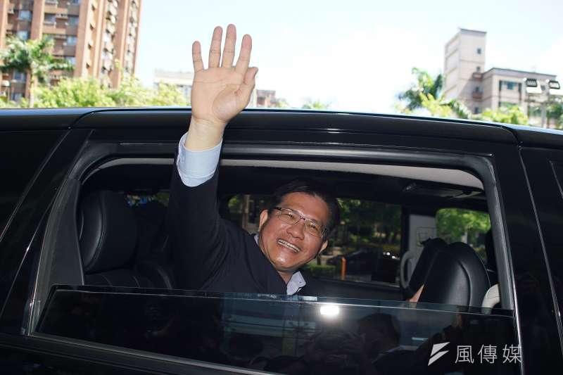 交通部20日舉行部長交接典禮,卸任部長林佳龍揮手拜別交通部。(資料照,盧逸峰攝)