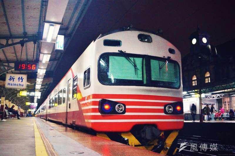 台鐵局14日晚間宣布,自5月15日至6月8日,禁止持電子票證旅客搭乘自強號等對號車。(資料照,盧逸峰攝)