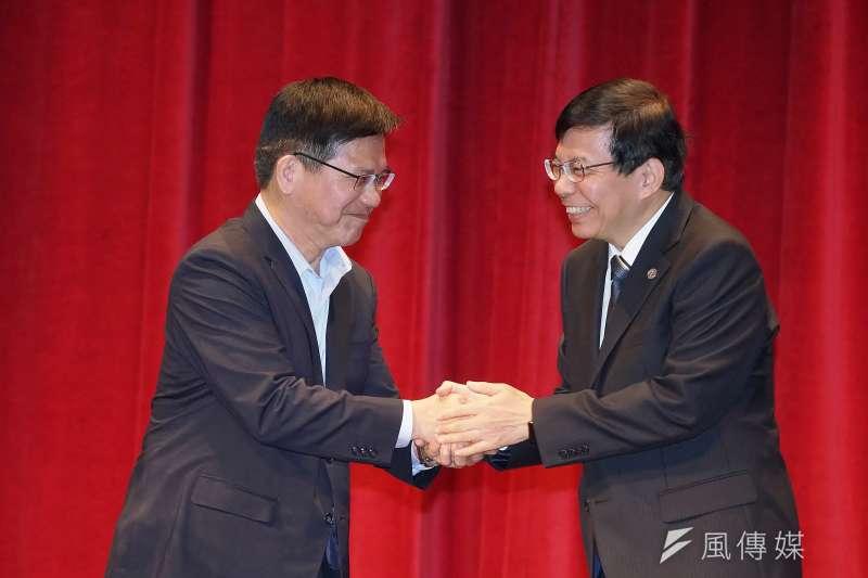 交通卸任部長林佳龍(左)、新任部長王國材(右)20日正式交接。(資料照,盧逸峰攝)