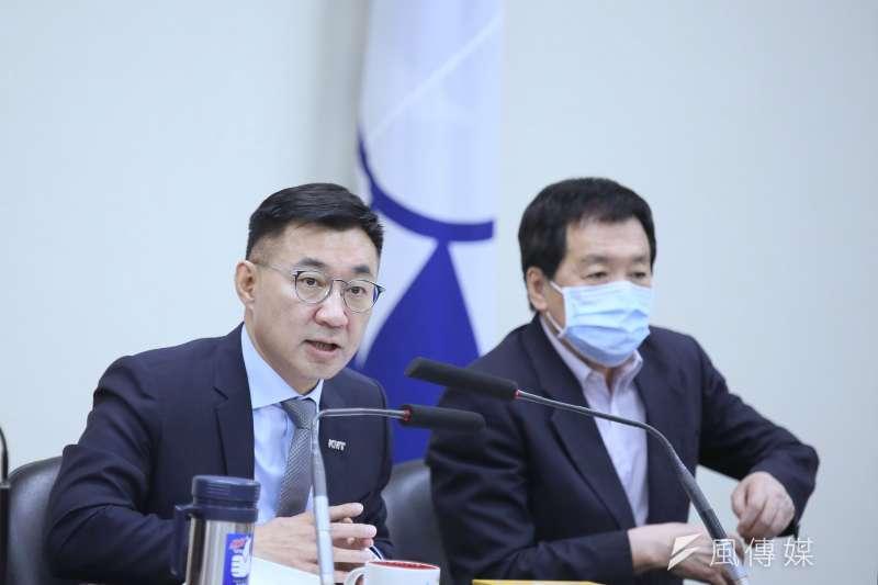 國民黨主席江啓臣(左)21日主持國民黨中常會,會中談及氣候議題。(柯承惠攝)