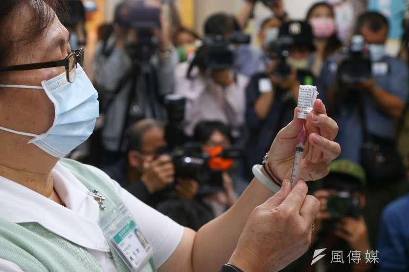 牛津AZ疫苗開打。(顏麟宇攝)