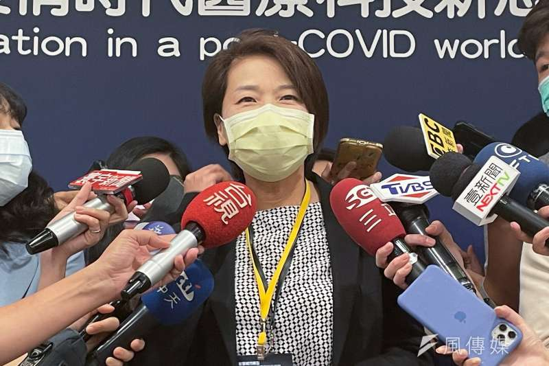 台北市副市長黃珊珊21日上午出席智慧城市轉型與後疫情時代醫療科技新思維論壇,會後接受媒體訪問。(方炳超攝)