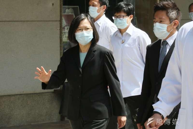台灣自本土疫情爆發後,民進黨針對防疫措施令民眾感到失望,更批評政治凌駕於專業之上。(資料照,柯承惠攝)