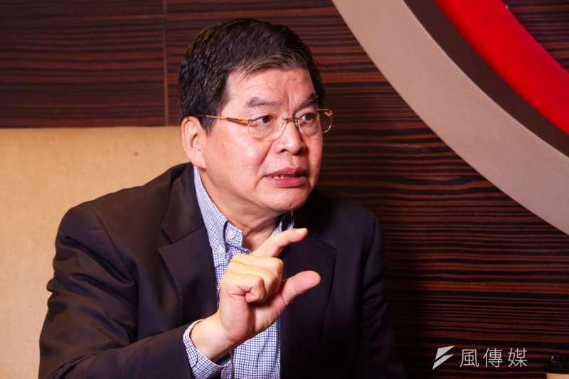 國泰金控總經理李長庚樂在工作,每天忙不完,沒時間去想工作壓力。(蔡親傑攝)