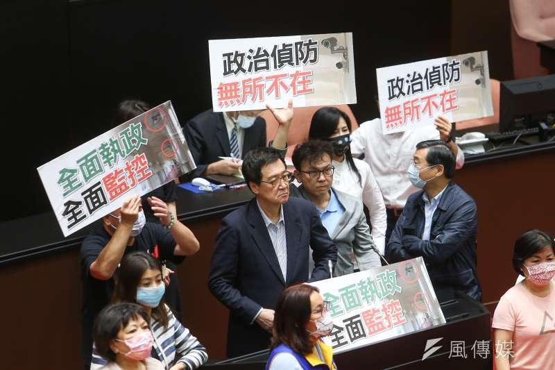 費鴻泰23日針對國民黨團辦公室門口被安裝新型監視器,要求立法院長游錫堃出面道歉。(顏麟宇攝)