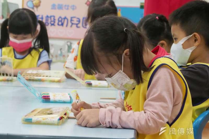 指揮中心宣布,將從13日起實施微解封的鬆綁措施,但其中並不包括幼兒園、安親班以及各級學校。(圖/資料照)