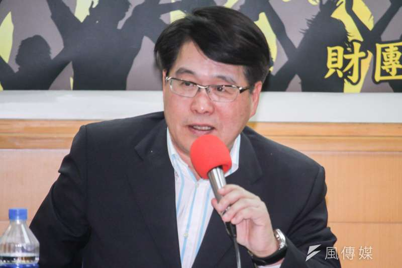 台灣民意基金會董事長游盈隆(見圖)指出,文化部、陸委會對央廣弊案態度冷漠,也沒有適當層級官員出來表達關切,「予人『官官相護』的聯想」。(資料照,蔡親傑攝)