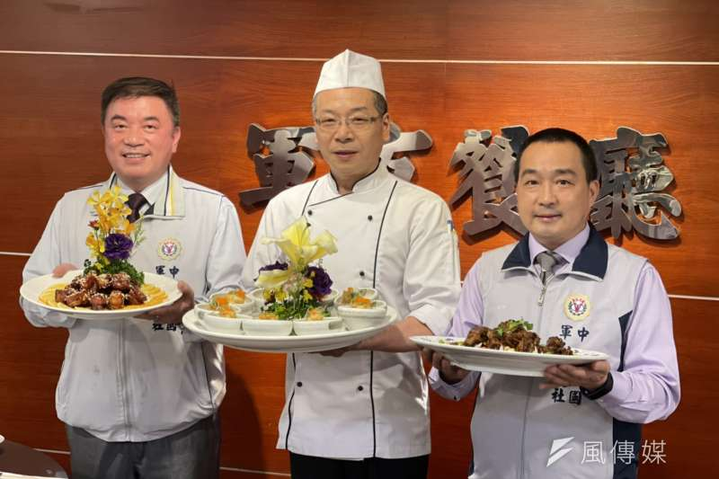 台北國軍英雄館軍友餐廳總經理方彥吉(左起)、行政主廚劉天青及副總經理林文科端出四十年私房料理,要帶給大家不一樣的新感受。(圖/陳又嘉攝)