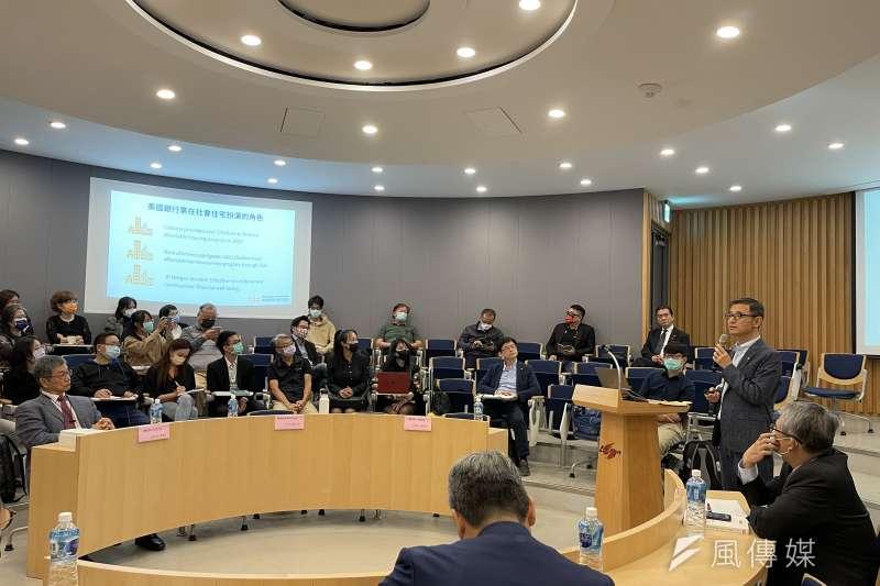 台灣影響力投資協會28日舉行論壇「從聯合國SDGs談社會住宅多元發展」,邀請王友華(右)發表專題演講。(謝錦芳攝)