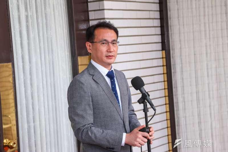 鄭運鵬以國民黨販售「抗戰國軍軍服」批評國民黨煽動反日。(資料照,顏麟宇攝)