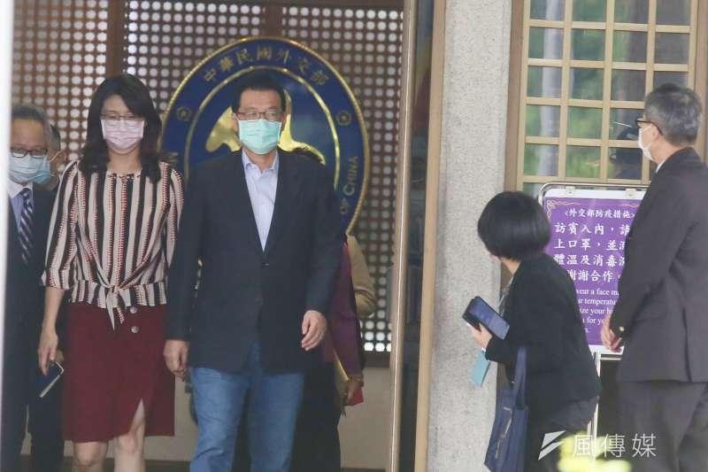 2021年5月4日,中國國民黨立院黨團總召費鴻泰等人前往外交部,詢問駐日代表謝長廷是否返台。(柯承惠攝)