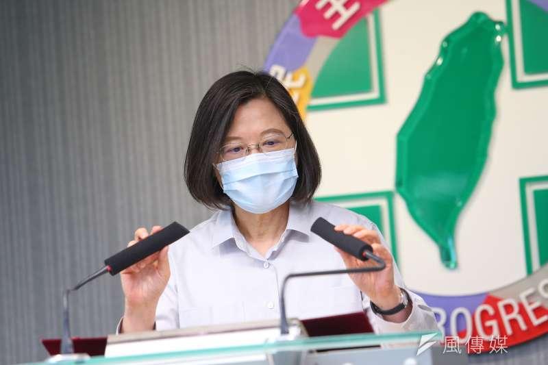 蔡英文5日為民進黨排黑條款未落實道歉。(資料照,顏麟宇攝)