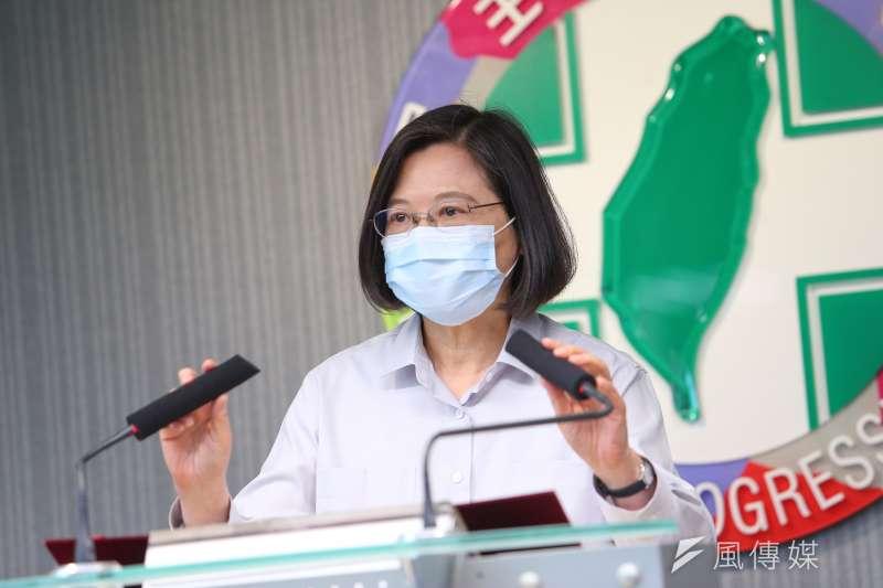 作者指出,即便選出立法委員,也難以監督政府,而民眾在萊豬、疫苗上,更是沒有選擇,台灣自詡為民主國家,卻讓總統蔡英文的獨裁多了一層保護色。(資料照,顏麟宇攝)