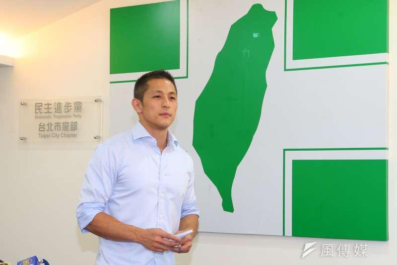 民進黨新境界智庫副執行長吳怡農18日在臉書發文表示,政府應該以消防替代役為基礎,改進為「民防替代役」。(資料照,顏麟宇攝)