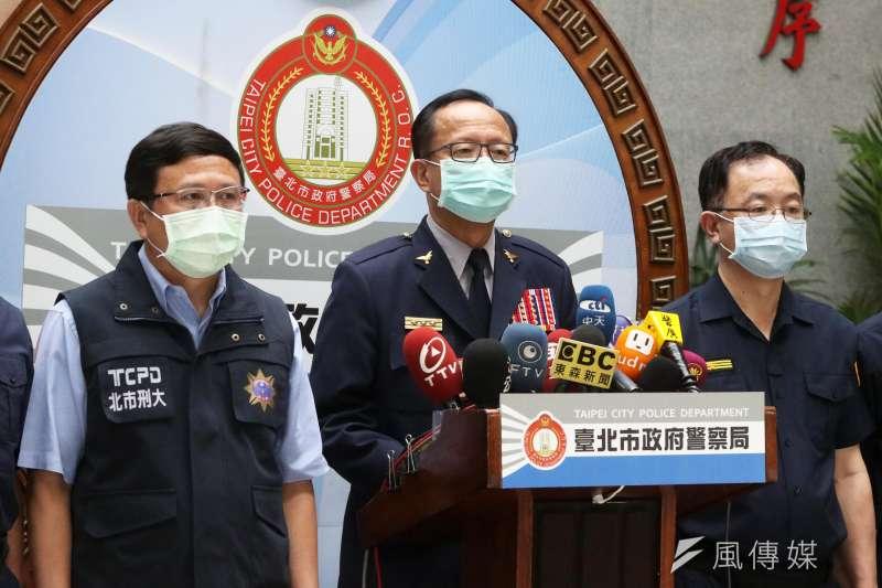 近期台北市警界屢傳爭議,台北市警察局長陳嘉昌(中)6日親自召開記者會,並針對市刑大破獲暴力討債集團表達肯定。(資料照,蘇仲泓攝)
