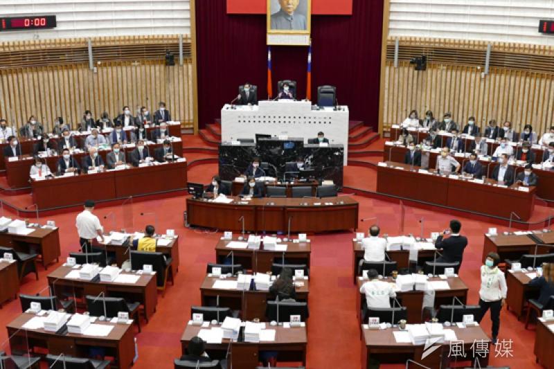高雄市議會進行財經部門業務報告與質詢議程。(圖/徐炳文攝)