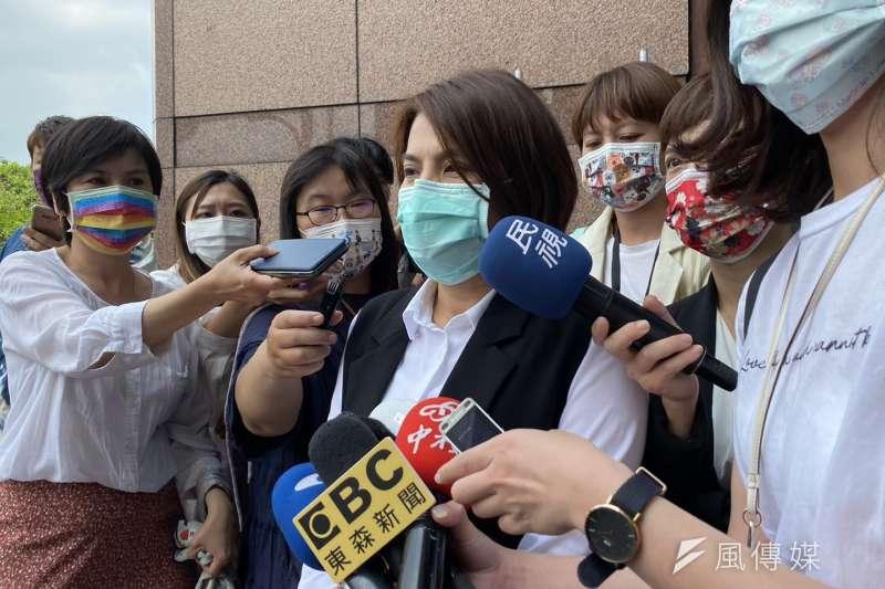 民進黨7日舉行全國黨部主委會議,綠色友誼嘉義市黨部主委黃露慧會後受訪。(顏振凱攝)