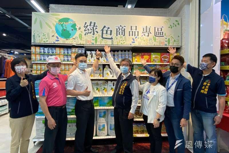台中市環保局推動「環保專區樂活GO,全民響應綠生活」,7日下午在文心路的家樂福量販店啟動。(圖/王秀禾攝)
