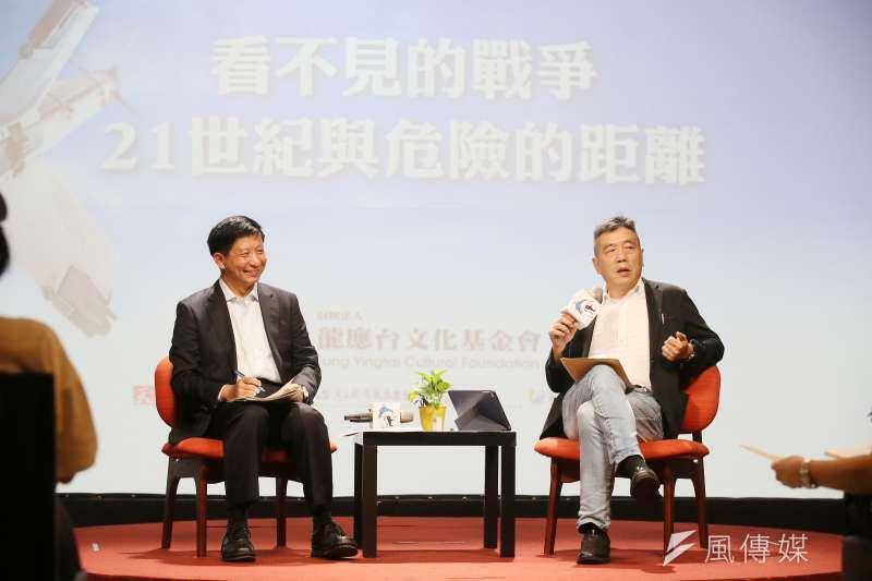 思沙龍系列講座8日以「看不見的戰爭—21世紀與危險的距離」為題,邀請揭仲(左)及蘇紫雲(右)出席與談。(柯承惠攝)