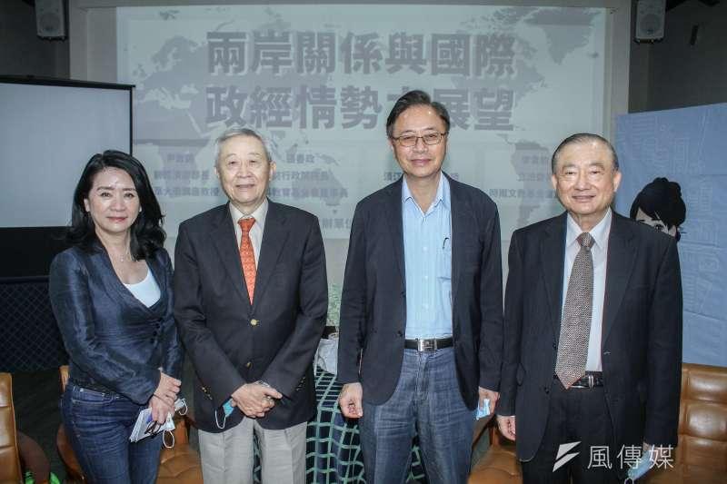前行政院長張善政(右二)表示,美國封殺華為,反而造就台灣高科技業機會。(蔡親傑攝)