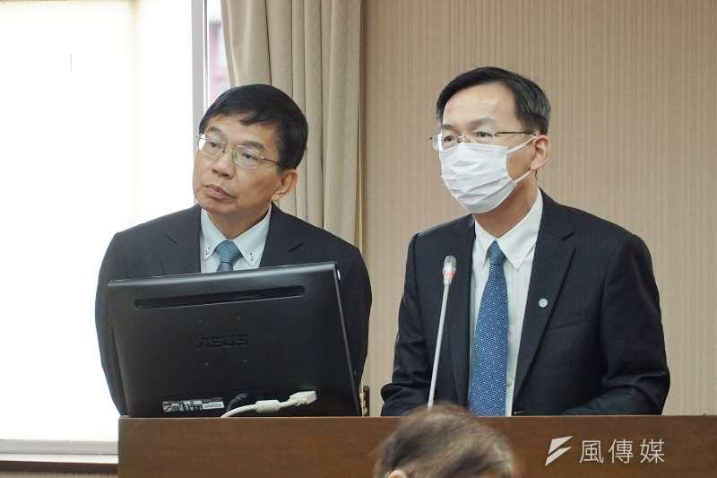 交通部長王國材(左)說明,預計在2周內針對家屬關心問題,統整台鐵、交通部的具體事項等提供做為參考。(盧逸峰攝)